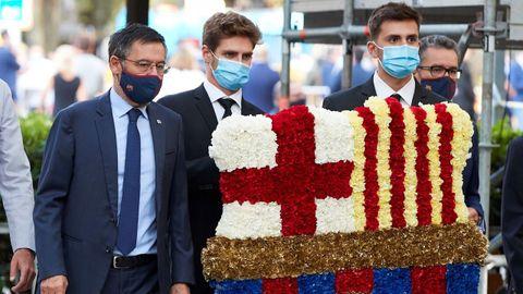 Bartomeu, a la izquierda, durante la ofrenda floral con motivo de la Diada de Cataluña