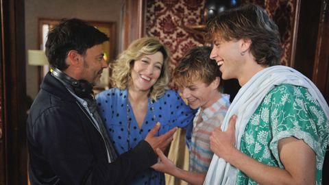 Ozon da indicaciones a los actores durante el rodaje de la película «Verano del 85»