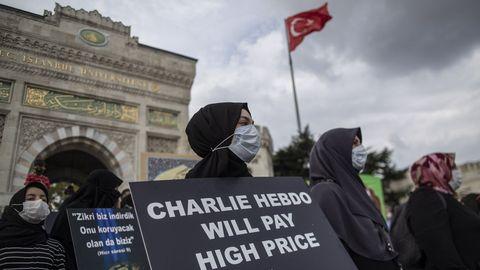 Protesta en Estambul ante la nueva publicación de las caricaturas de Mahoma en «Charlie Hebdo»