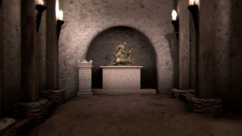 El templo de Mitra. En el Bajo Imperio (siglo III) la domus se reforma para construir en su interior un templo dedicado al dios Mitra o mitreo, que hoy da nombre a la casa. Destaca la ara votiva, con una epigrafía visible que cuenta el origen del templo