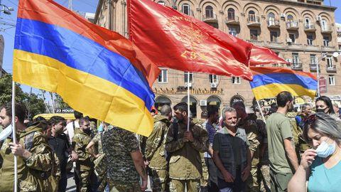 Voluntarios armenios se reúnen para partir hacia la zona de conflicto