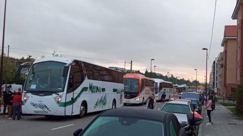 Llegada de los autobuses escolares a Nuevo Roces
