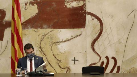 Pere Aragonès dirigió este miércoles, como presidente interino de la Generalitat, su primer consejo de gobierno, en el que dejó vacío el asiento de Torra