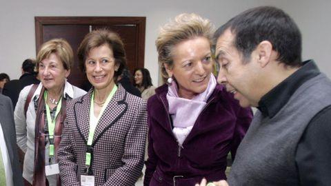 María Luisa Segoviano, a la derecha, conversa con el laboralista Matias Movilla, durante unas jornadas celebradas en Vigo en el 2008