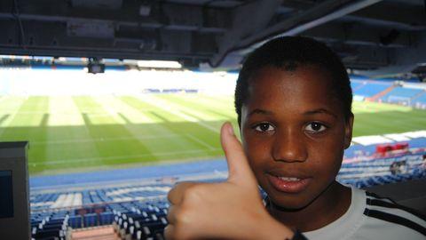 Ansu Fati visitando el estadio Bernabeu