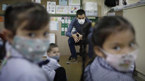 En el CEIP Raquel Camacho de A Coruña el comportamiento de los niños de infantil ante la pandemia es excelente, reconocen sus profesores
