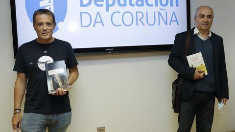 Alonso e Riveiro Coello posan coas súas repectivas obras «Granito» e «O paraíso dos inocentes», gañadoras exaequo do último premio Torrente