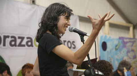 Rosalía Fernández, na Praza dos Libros carballesa, antes da pandemia