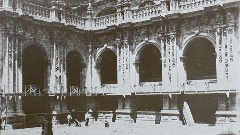 Preparativos no claustro da Catedral para o Congreso Eucarístico de 1896 en Lugo