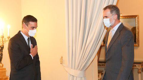 Sánchez saluda a Felipe VI a su llegada a la reunión anual del Patronato del Instituto Cervantes