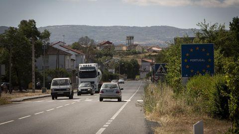 Imagen de archivo de la apertura de fronteras con Portugal, entre Feces y Vilarelho da Raia