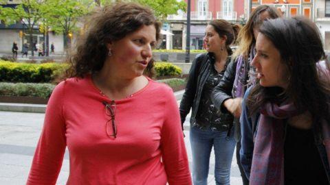 A la izquierda, Alejandra Tejón, con la ministra Irene Montero,  en Gijón