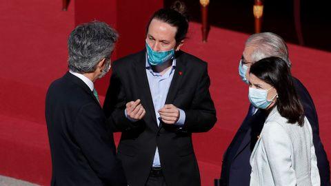 El vicepresidente segundo del Gobierno, Pablo Iglesias, conversa con el presidente del Consejo General del Poder Judicial, Carlos Lesmes