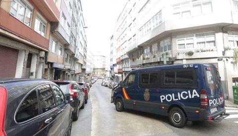 La Policía Nacional, en la calle Doctor Fleming, de A Coruña. Imagen de archivo