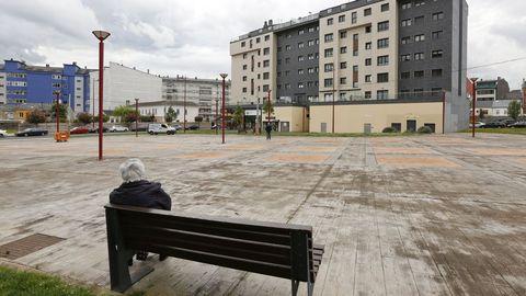 Praza Agro do Rolo, antes de construirse el parque infantil cubierto, otro ejemplo de urbanismo de cemento y piedra