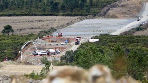 Obras del viaducto del río Seco de la A-54, en el límite entre Lugo y A Coruña