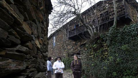 roxán (Período Ordovícico). Esta localidad del municipio de Folgoso do Courel se encuentra en terrenos formados durante el Ordovícico, entre hace 485 y 444 millones de años