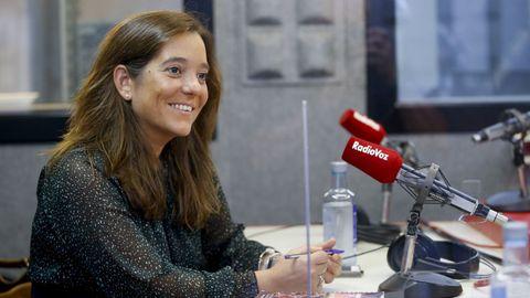 La alcaldesa de A Coruña, Inés Rey, en Radio Voz. Imagen de archivo