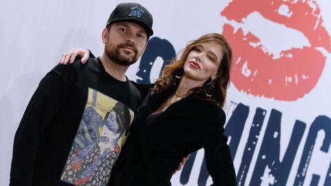 El director Michael Maxxis, con la actriz Paz de la Huerta