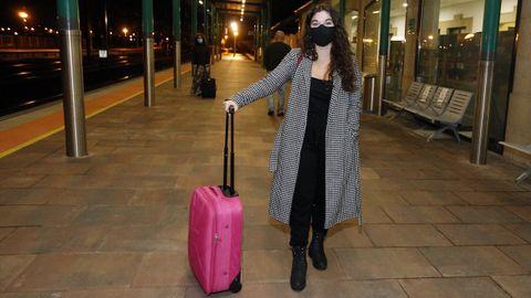 Clara Vázquez, esperando el tren a Madrid
