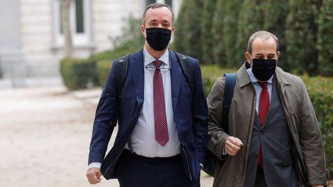 El exsecretario de Estado de Seguridad, Francisco Martínez (i) junto a su abogado, a su llegada a la Audiencia Nacional
