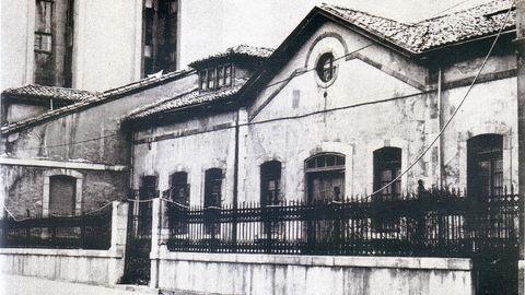 La moderna fábrica de La Perla Americana, una empresa de éxito que ubicó sus nuevas instalaciones en este edificio de la calle Santa Susana de Oviedo