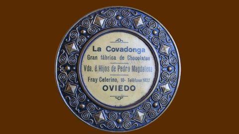 Placa de Chocolates La Covadonga, que fue fundada por Pedro Magdalena, estuvo en la calle Uría y luego en la calle Fray Ceferino de Oviedo