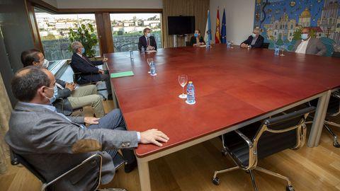 El presidente de la Xunta se reunió con los alcaldes de la plataforma pro A-56