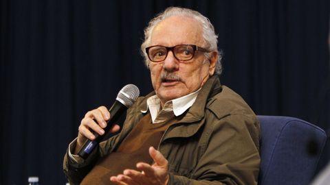Una imagen de Javier Reverte, durante una conferencia en el Colegio Apóstol, de Vigo, en el 2018