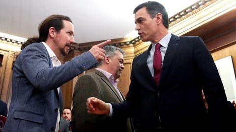 Iglesias habla con Sánchez tras la firma del acuerdo del Gobierno de coalición el pasado enero