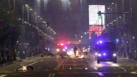 Disturbios en varias ciudades de España durantes las protestas por las restricciones covid