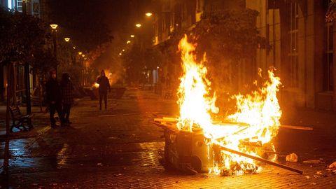 Contenedores incendiados en el centro de Logroño