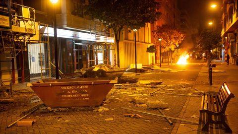 Estado en el que quedó el centro de Logroño tras los disturbios nocturnos.
