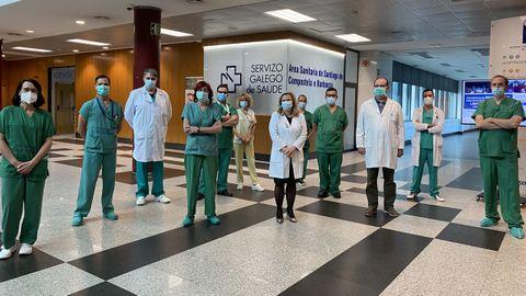 Equipo de cirugía maxilofacial, con la gerente del CHUS, Eloína Núñez.
