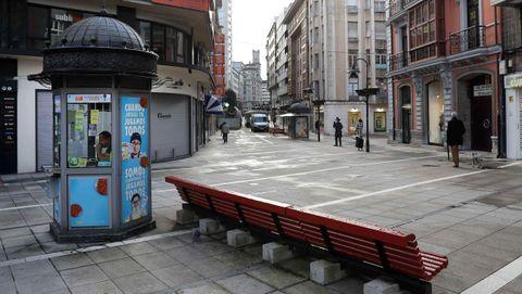 Vista de una calle vacía del centro de Oviedo