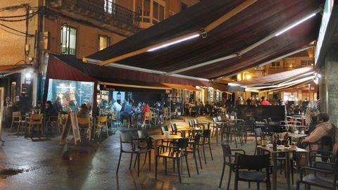 En Vilagarcía, los clientes disfrutaron de las últimas horas con las terrazas abiertas