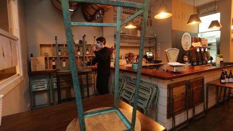 Imagen de archivo, con la hostelería de A Coruña ultimando todos los detalles antes de cerrar en noviembre