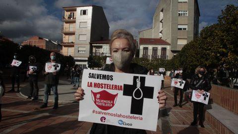 Doscientas personas se manifestaron en Monforte contra el cierre de la hostelería