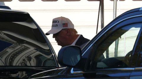 Donald Trump dejó este domingo la Casa Blanca para ir a jugar al golf en su club de Virginia