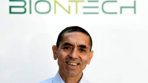 Ugur Sahin, cofundador de la empresa BioNTech junto a su mujer, Özlem Türeci