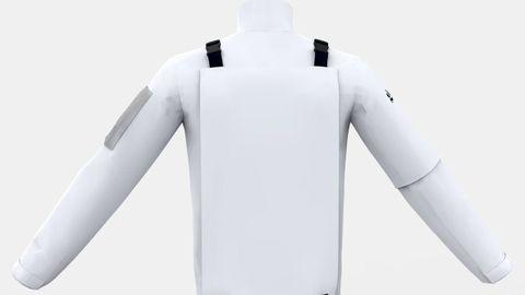 El modelo de chubasquero incorpora en la parte trasera una bolsa para que las personas que lo lleven puesto puedan recoger basura mientras realizan alguna actividad física como, por ejemplo, caminar o correr