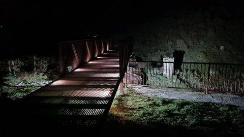 Iluminación de la torre de Doncos desde el mirador de la N-VI