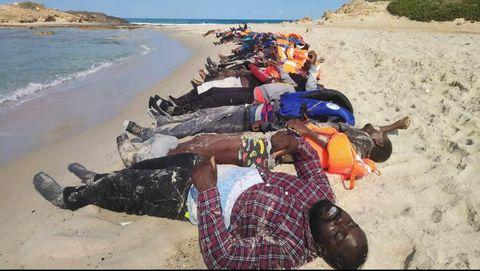 Los cadáveres de un naufragio con 74 muertos llegaron a una playa de Libia