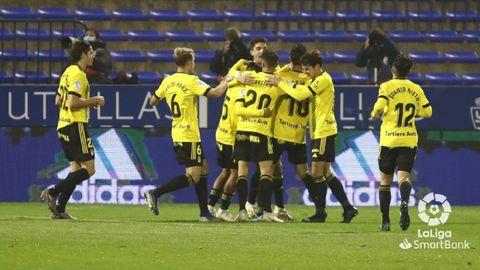 Los jugadores del Oviedo celebran el gol de Borja Sánchez en Zaragoza