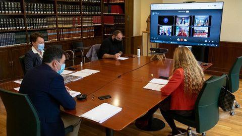 Una reunión de representantes de las diferentes consellerías que forman parte de la nueva comisión interdepartamental de la Ribeira Sacra
