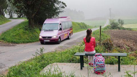 Una parada de autobús en la zona rural