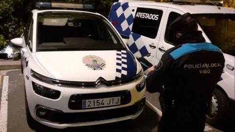 La policía local de Vigo multa a sus propios coches