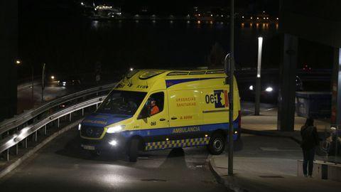 Ambulancia en el Hospital Universitario A Coruña (Chuac)
