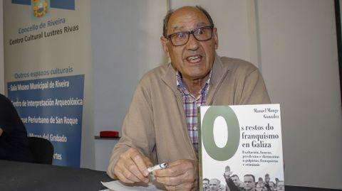 Manuel Monge presenta «Os restos do franquismo en Galicia».
