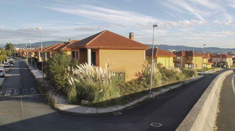 Muchas de las casas desocupadas se encuentran en el perímetro de la urbanización, situada en la zona O Boial